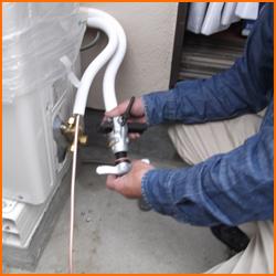 エアコンのホースの不具合で起きる水漏れの原因とその対策