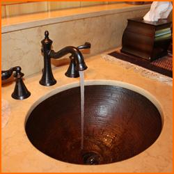 給湯器の種類と水漏れの原因について